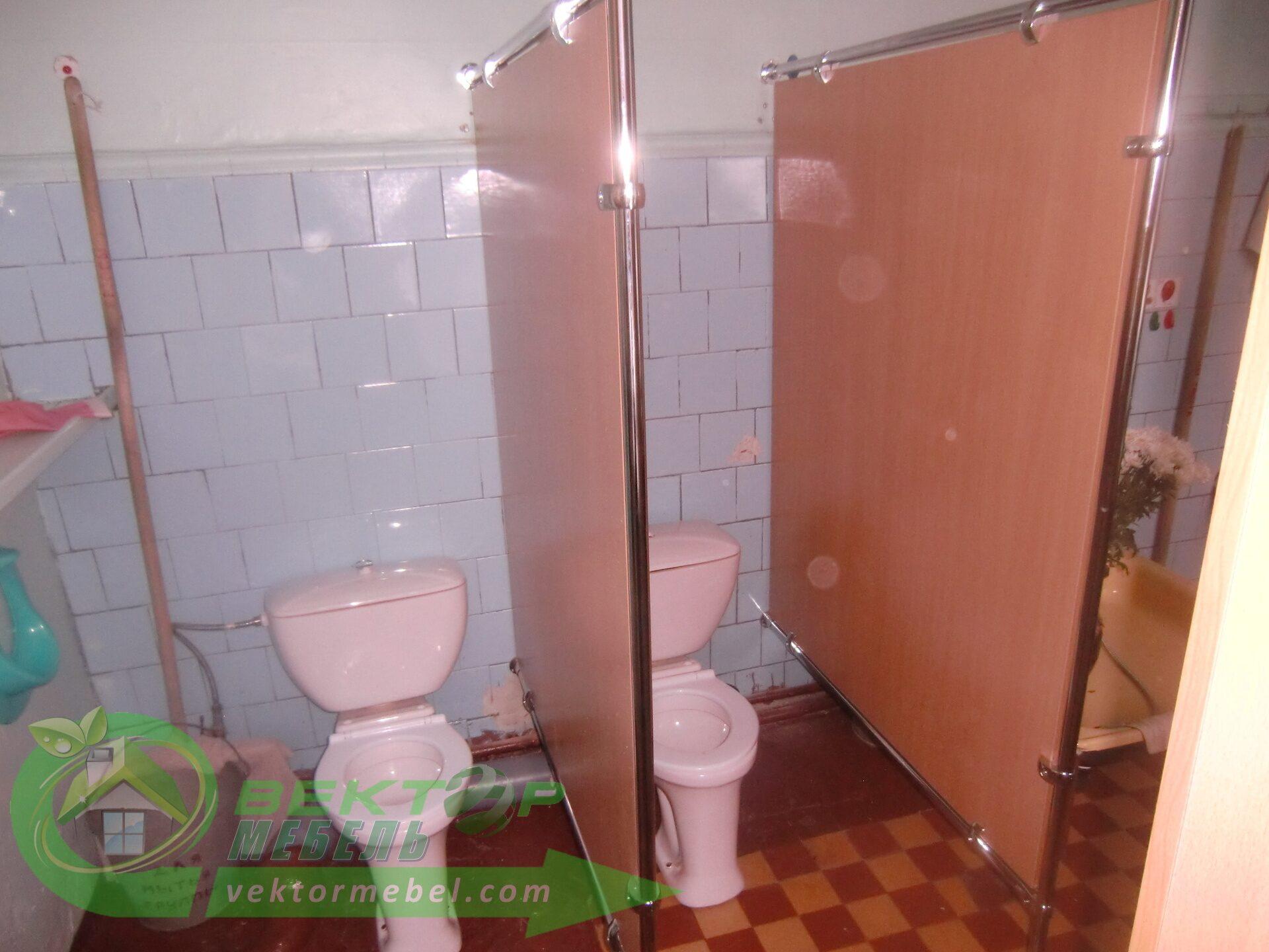 Туалетную кабинку своими руками 13